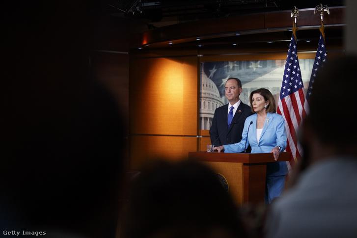 Nancy Pelosi és Adam Schiff közös sajtótájékoztatója