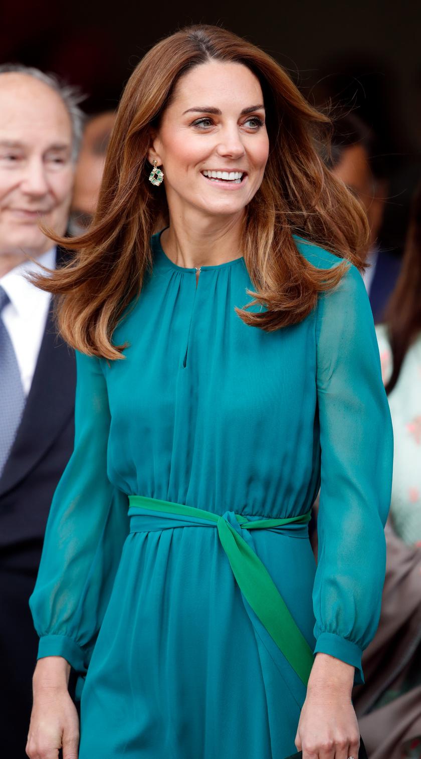 Katalin hercegné csodásan festett ebben az élénk színű összeállításban.