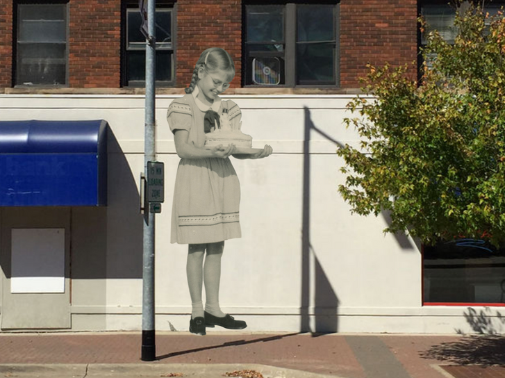Shirley Dean harminc évvel ezelőtt készült fotója az amerikai kisváros, Cedar Falls egyik épületén