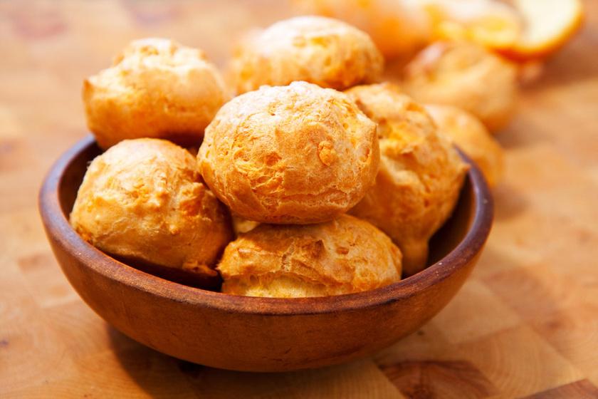 Pufi, levegős, fűszeres sajtgömb: a francia konyha kedvenc vendégvárója