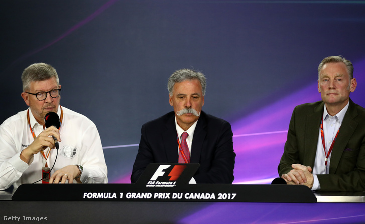 Ross Brawn (b), Chase Carey (k) és Sean Bratches (j)