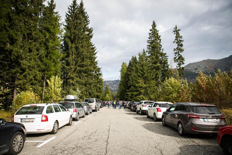 Túránk a Poprádi-tó vasúti megállóhely melletti parkolóból, 1494 méterről indul