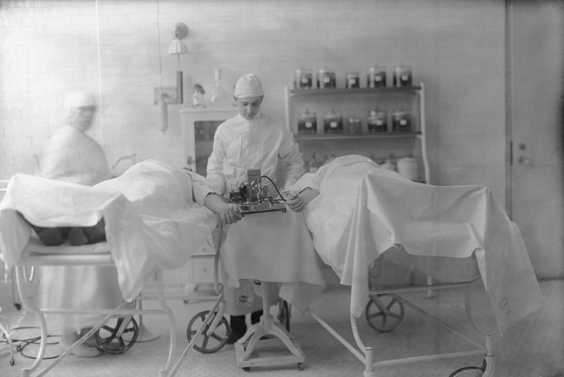 Közvetlen vérátömlesztés egy brooklini kórházban 1925-ben