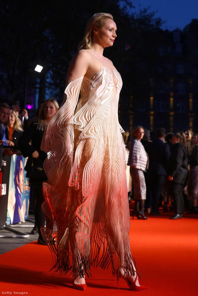 A 40 éves, brit színésznőt a legtöbben valószínűleg a Trónok harcából ismerik, ahol ő volt Brienne of Tarth