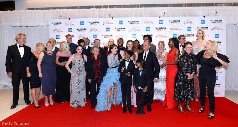 És így magasodott Gwendoline Christie a díszbemutató teljes vendégserege fölé
