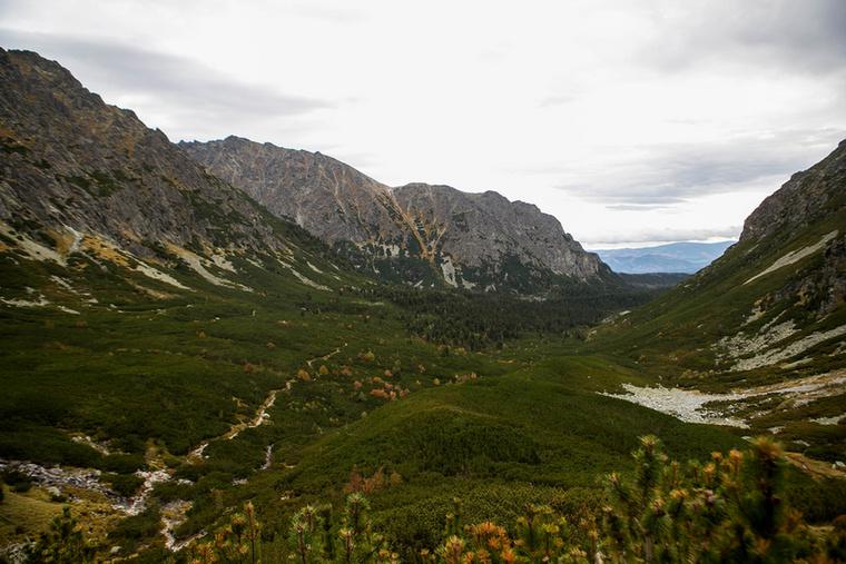 A Menguszfalvi-völgy a legnagyobb és legszebb völgyek egyike a Magas-Tátra déli oldalán
