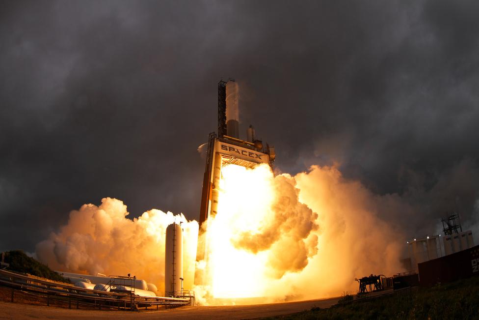 Rakétahajtőmű tesztje a SpaceX texasi telephelyén.