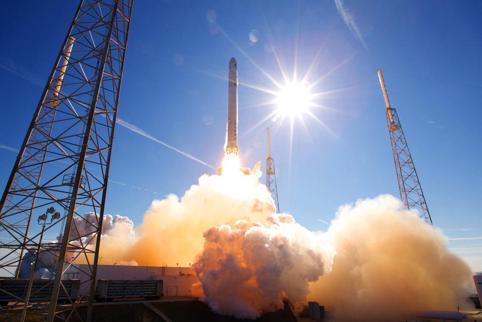2007-2008-ban az eredeti indítóállványt elbontották, az indítóállást pedig a SpaceX bérelte ki. A kiszolgáló létesítmények felújítása után az első rakéta 2008 végén érkezett az indítóállásra, amelyet végül 2009. január 10-én állítottak fel. Elon Musk igazi scifi-rajongó: a Falcon rakéták a Star Wars filmekben szereplő Millenium Falcon után kapták nevüket.