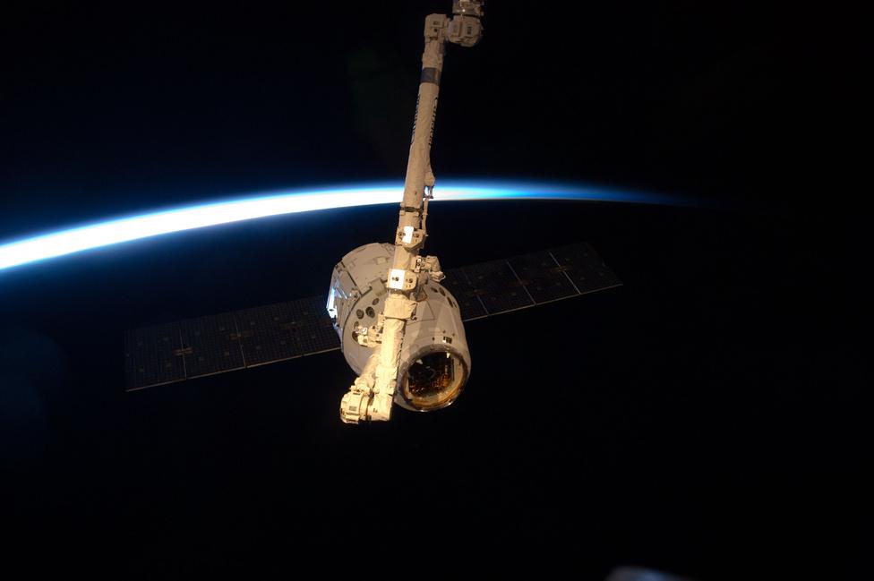 Miután ki- és bepakoltak az ISS asztronautái, a Dragont lezárták és május 31-én leválasztották az űrállomásról.