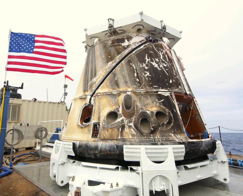 Jelenleg a Dragonnak van a legerősebb hőpajzsa a világon. A pajzs SpaceX és a NASA közös fejlesztéséből, a PICA-X nevű anyagból áll. A légköri súrlódás maximumán akár 1600 Celsius-fokot is ki kell bírnia a speciális hőpajzsnak.