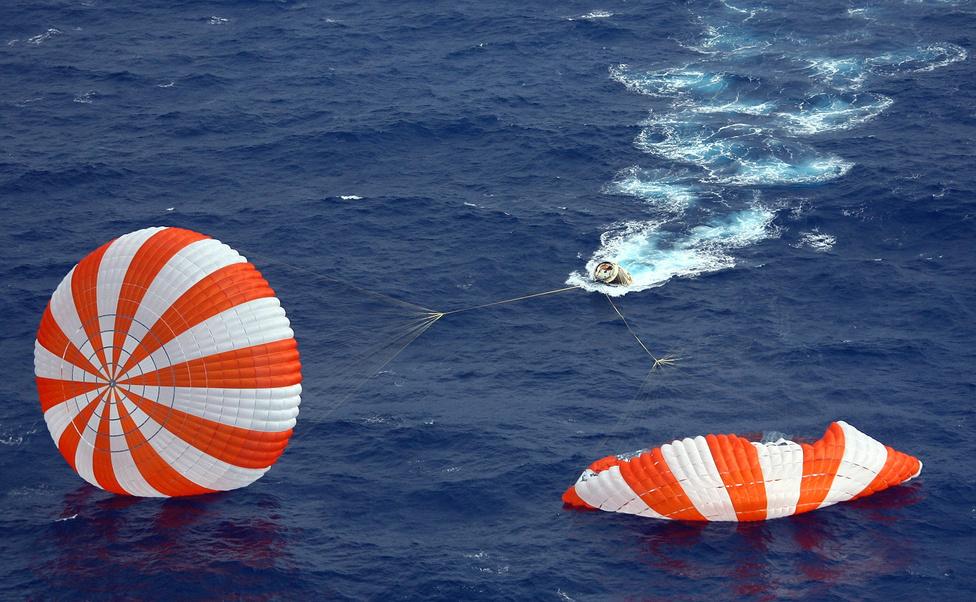 A 400 kilométernyi irányított zuhanás után a Dragon magyar idő szerint 17:42-kor, Kalifornia partjaitól kilencszáz kilométerre csapódott az óceánba.