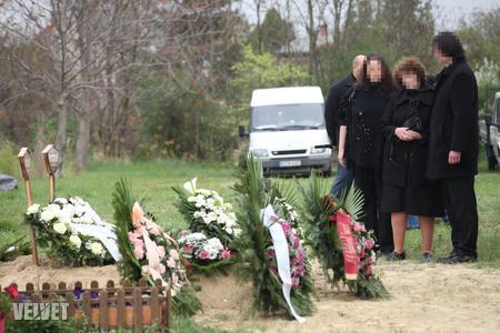 H. Csanád Jutas nem akarja látni a családját (a fénykép az áldozatok temetésén készült)