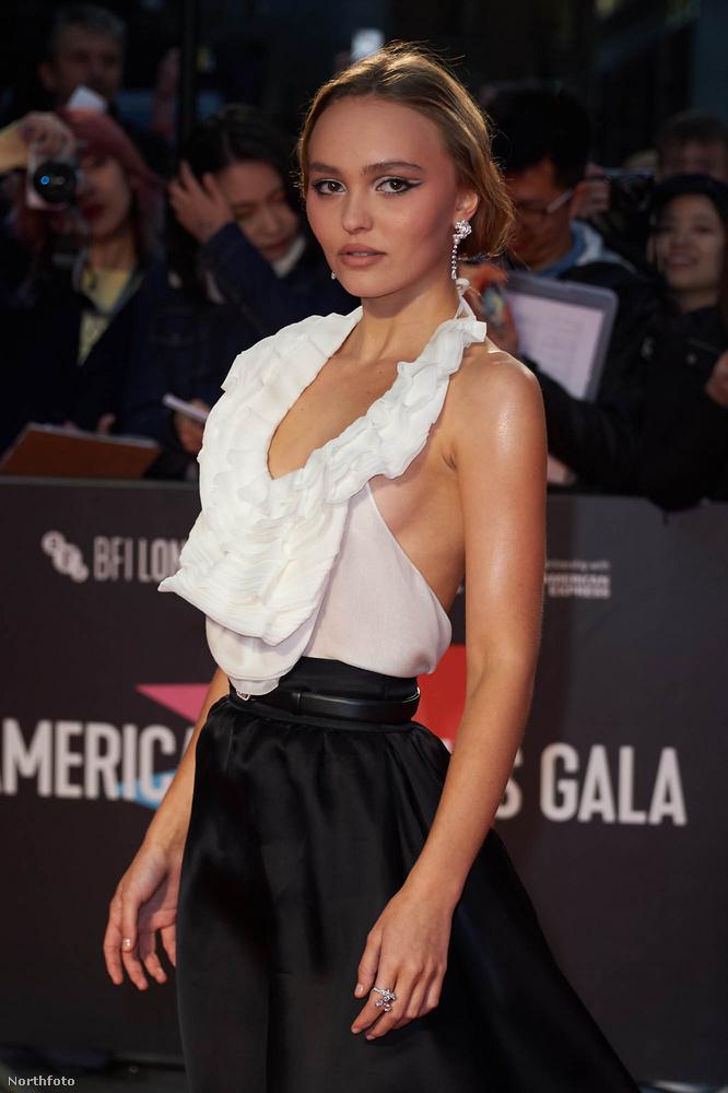 Nem kérdés, hogy kész nővé érett Johnny Depp 20 éves lánya