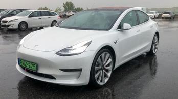 Tesla lesz az év autója?