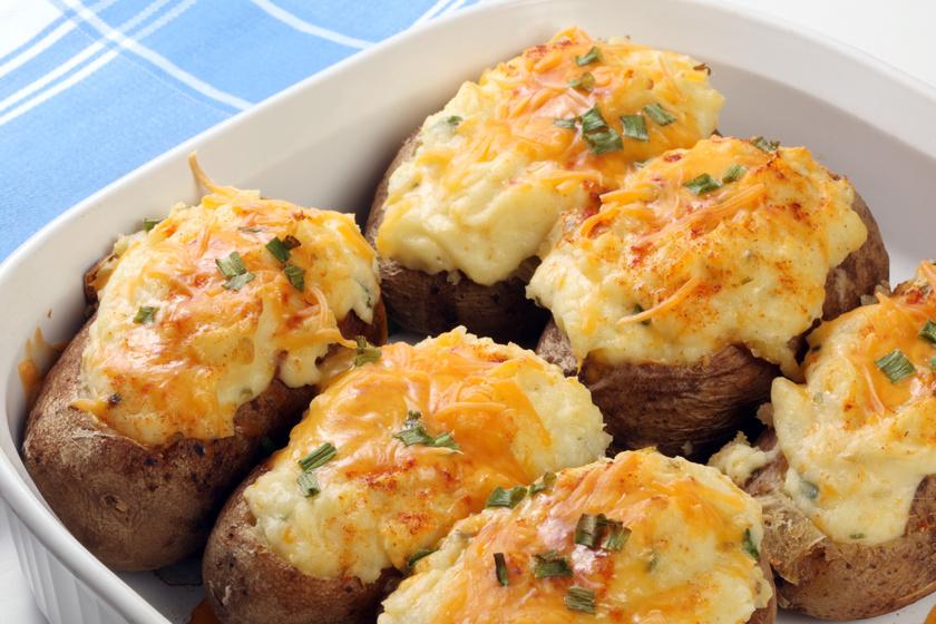 Hideg napok kedvenc vacsorája: krumplicsónak sok-sok sajttal