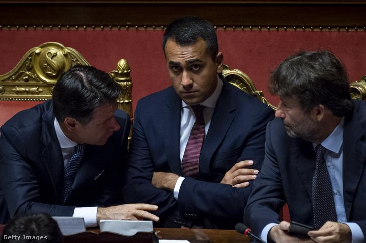 Balról-jobbra: Giuseppe Conte, olasz miniszterelnök, Luigi Di Maio, olasz külügyminiszter és Dario Franceschini az új kormány bizalmi szavazásán 2019. szeptember 10-én