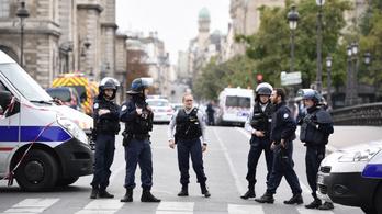Pszichotikus epizódja volt a támadás előtt a párizsi késelőnek