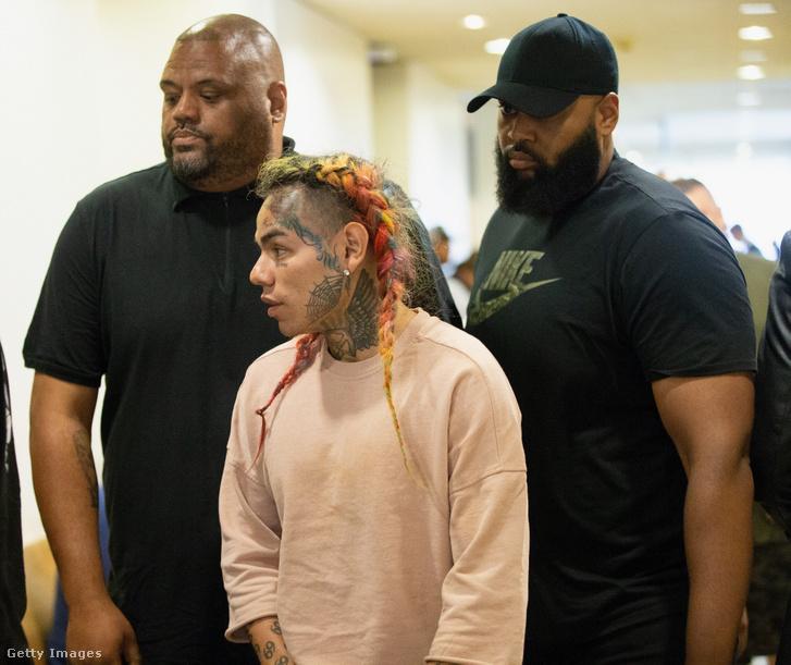Daniel Hernandez, más néven Tekashi69 érkezik a houstoni tárgyalására még 2018. augusztus 22-én
