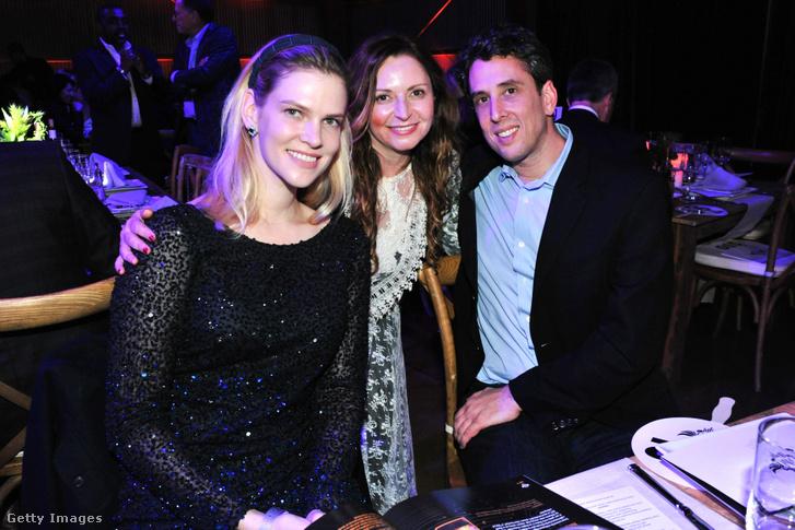 Nadia Marcinko (bal oldalt) Tatiana Litvin és Marc Hodosh társaságában 2017-ben