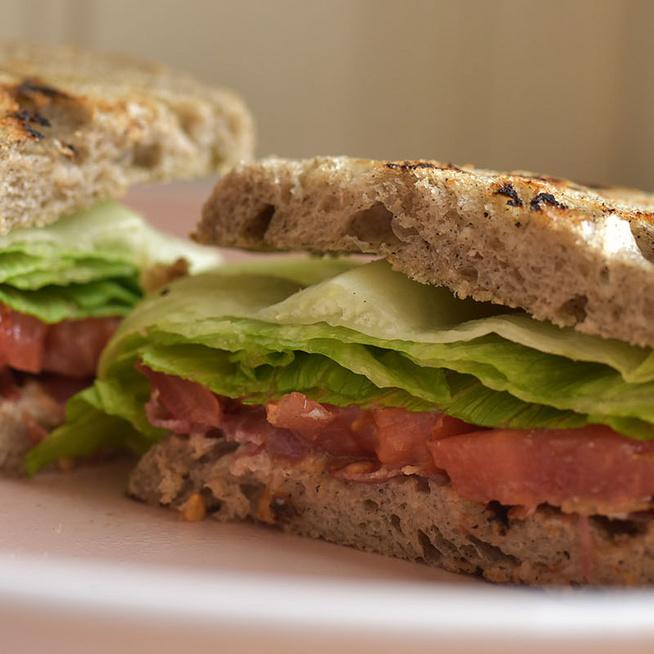 Az amerikaiak paradicsomos-szalonnás szendvicse a hamburgernél is jobb