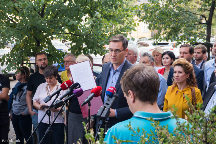 Gergely Karácsony in front of TV2 with the petition in his hand