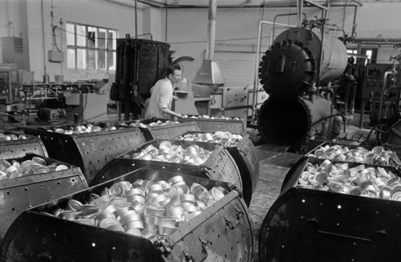 The industry of East Germany had to face severe challenges. There were huge disproportionalities in the structure of the war-torn country's economy, raw materials were not enough, the country had to pay war damages to the Soviet Union and the workforce was lacking as 2.5 million people, mostly men fled to the West until 1961.