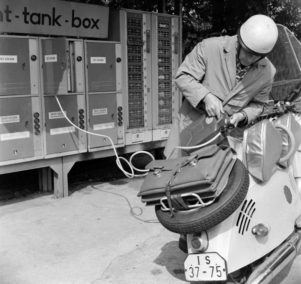 One of the brilliant inventions of the GDR was the tank-box, the self-service overnight petrol station. To use this, you had to purchase a key to a safe which enclosed a 5 litre can of gas. One key bought you five litres, two bought you ten, and so forth.