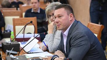 A drogozási és korrupciógyanúba keveredett Lackner Csaba nem adja vissza mandátumát