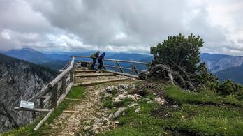 A magyarok alpesi hegye, egy köpésre a határtól