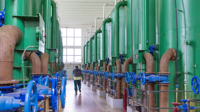 Belerokkannak a rezsicsökkentésbe a kivéreztetett víziközmű-vállalatok