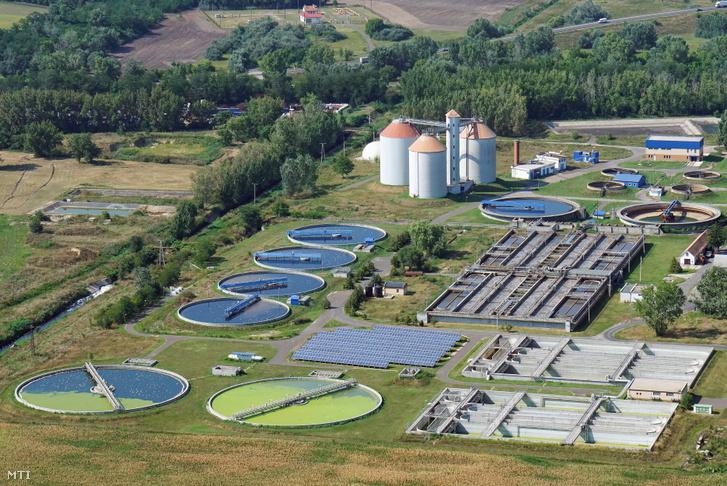 A Debreceni Vízmű Zrt. szennyvíztisztító telepe és a biológiai tisztító.
