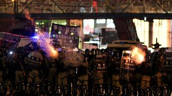 Tizennégy éves fiatalt lőttek lábon a hongkongi rendőrök