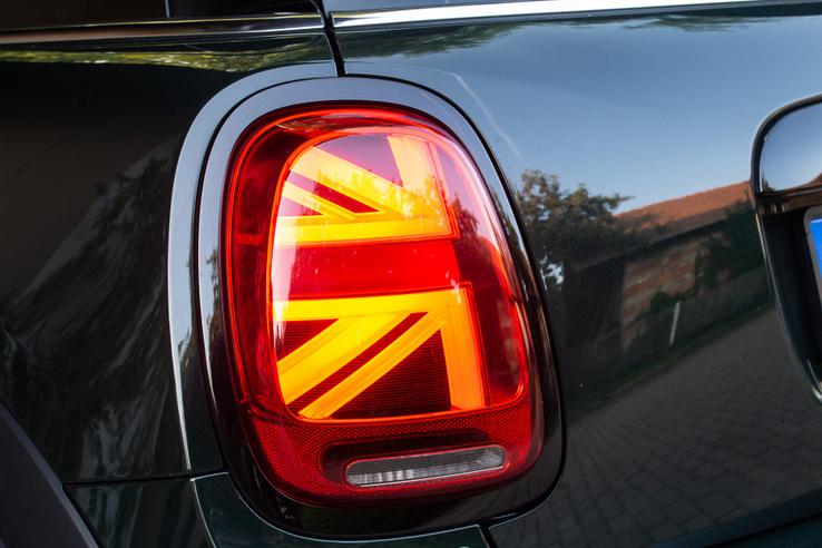 Szériában adják a Union Jack-mintás hátsó lámpát