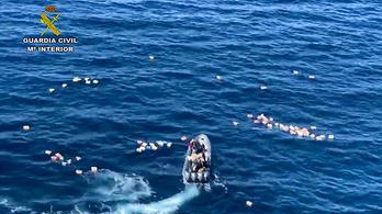A motorcsónakos üldözés végén a drogcsempészek mentették ki a tengerből a rendőröket