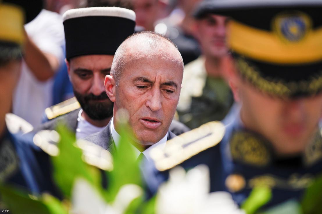 Ramush Haradinaj egy július 21-i rahoveci megemlékezésen