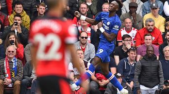 Furcsább gólt nem fog szerezni a Chelsea-csatár