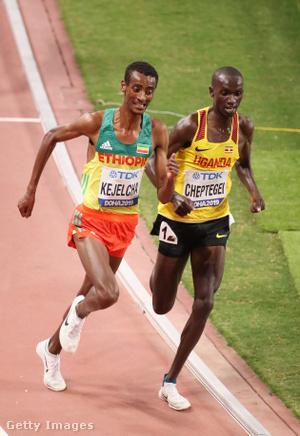 Cheptegei és Kejelcha a 10 ezer méteres síkfutás döntő hajrájában