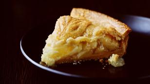 A legegyszerűbb almás pite elkészítése a kezdő cukrászoknak sem okoz gondot