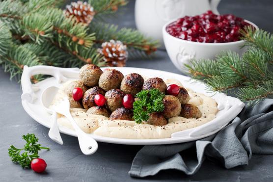 Egy kis vajas krumplipüré bőven elég mellé.