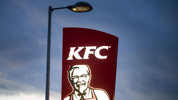 A KFC tagadja, hogy szerelmi szál kavarna be a tatabányai éttermük működésébe