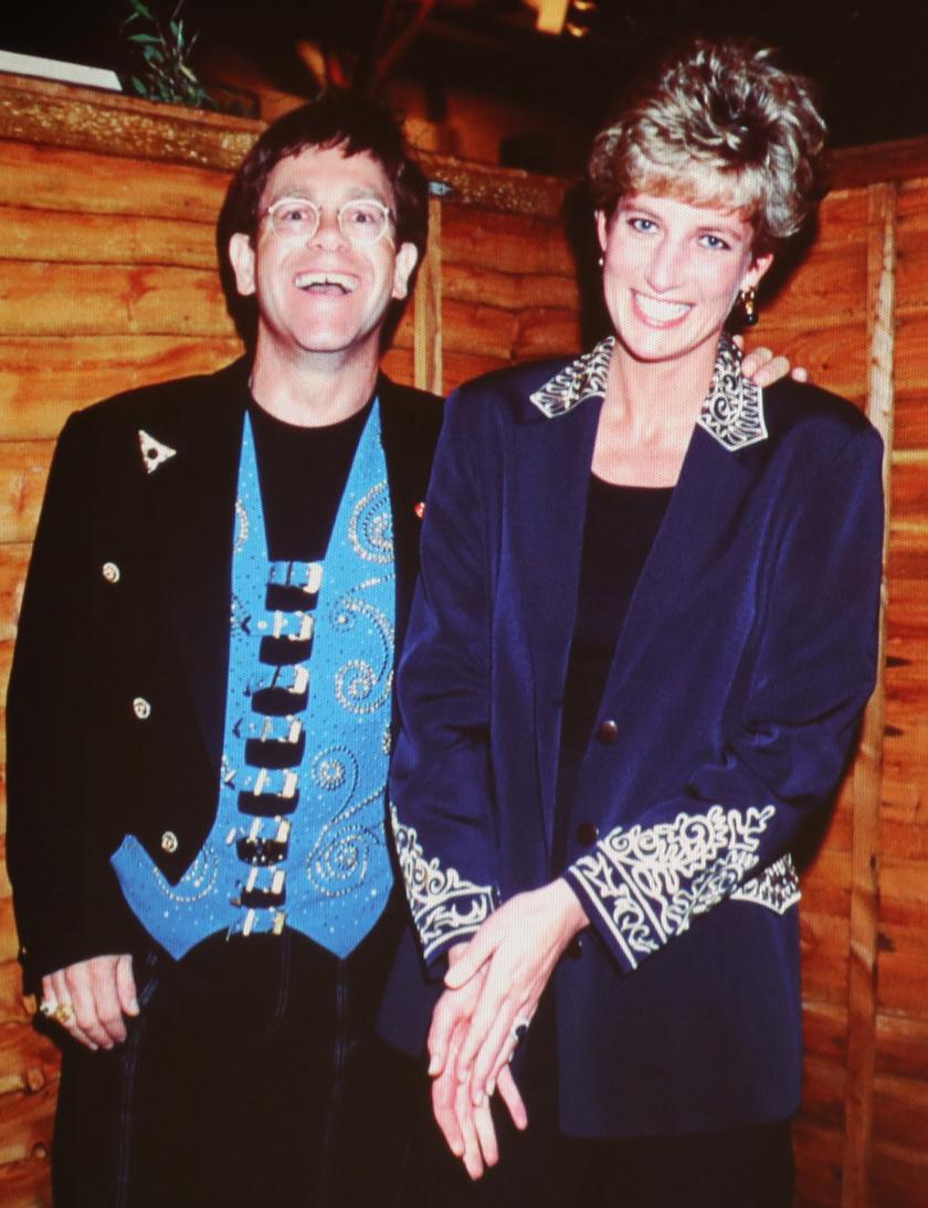 Diana és Elton John nagyon jó barátok voltak.