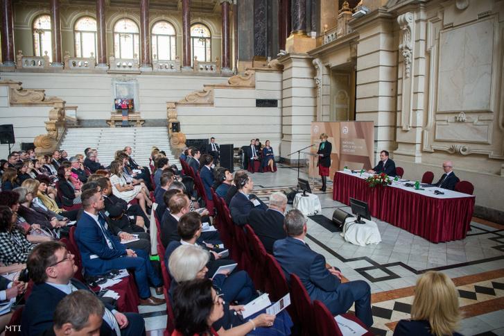 Handó Tünde az Országos Bírósági Hivatal (OBH) elnöke (k) beszédet mond a Szuverenitás az európai igazságügyi térségben - Tapasztalatok kihívások inspiráció című kétnapos nemzetközi konferencia nyitónapján az Igazságügyi Palotában 2019. április 8-án