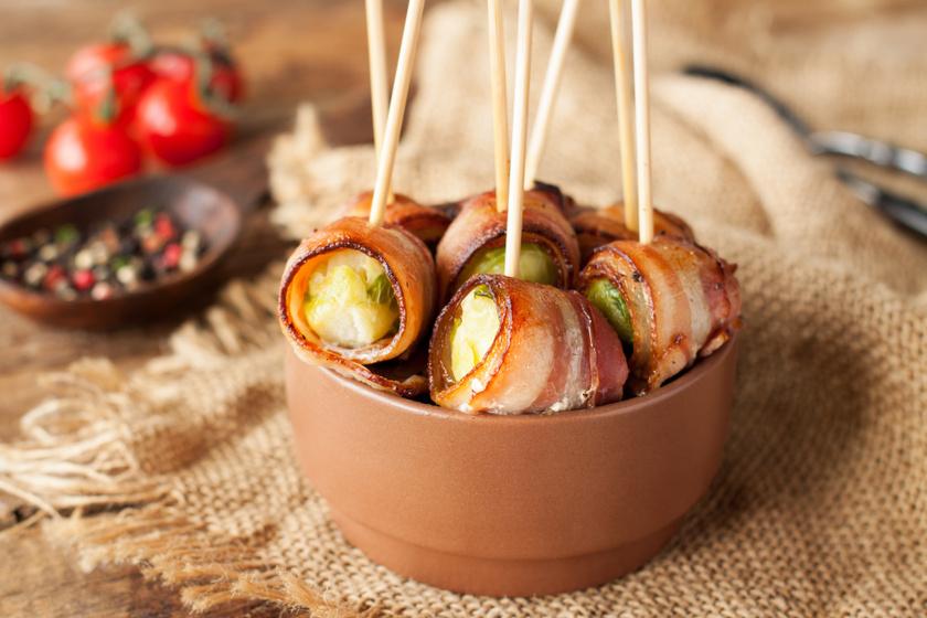 Baconbe csomagolt fűszeres kelbimbó: gyors vacsora a sütőből