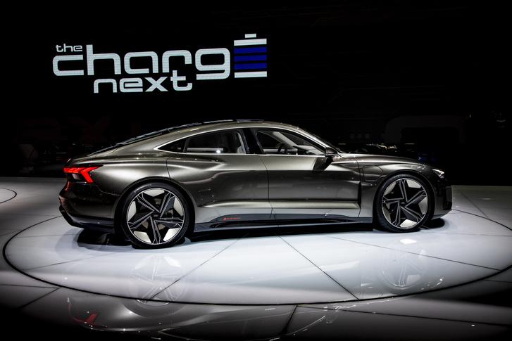 Az Audi e-tron GT koncepcióautója a 2019-es genfi autószalonon