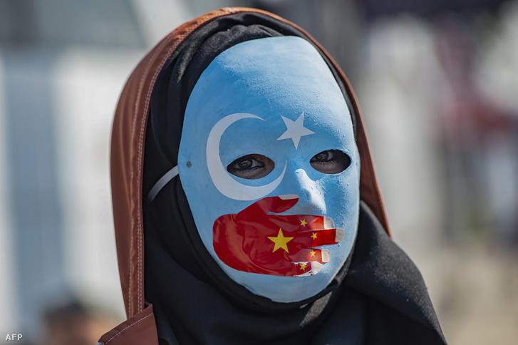 Ujgur tüntető Törökországban a Kína ellenes tüntetésen 2019. október 1-én