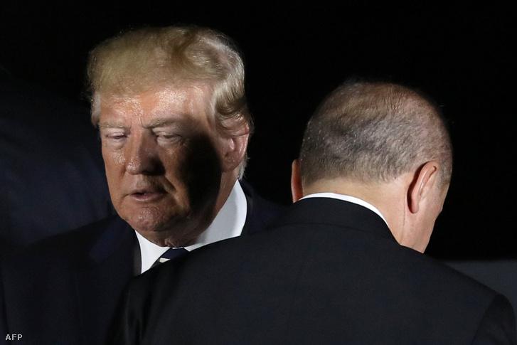 Donald Trump és Recep Tayyip Erdoğan a G20 találkozón Oszakában 2019. június 28-án