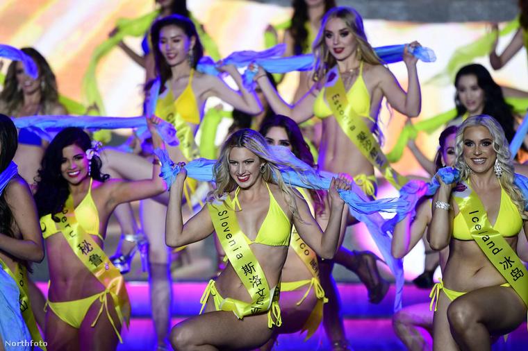 A műsor első helyezettje egyébként a mexikói versenyző volt, a második a Kanadát reprezentáló hölgy lett, a dobogó harmadik lépcsőfokára pedig a (meg fog lepődni) kínai származású szépség állhatott fel