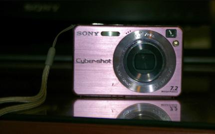A rendőrség megtalálta az elkövető lakásán a rózsaszín Sony kamerát