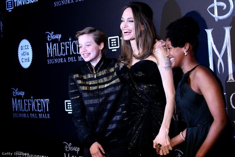 A legnagyobbat Jolie ezúttal a gyerekeivel nevette, ők Shiloh Nouvel Jolie-Pitt és Zahara Marley Jolie-Pitt