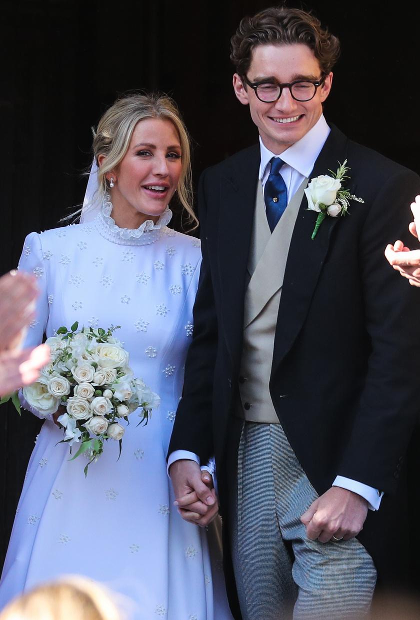 Ellie Goulding és Caspar Jopling szeptemberi menyegzője leginkább egy királyi esküvőhöz hasonlított. Beatrice hercegnő, Eugénia hercegnő, sőt még az anyjuk, Sarah Ferguson, az egykori yorki hercegné is részt vett a ceremónián.